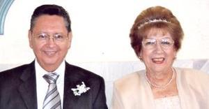 Sr. Carlos Obregón, Saravia y Sra. Carolina Jover Osorio, el día que contrajeron matrimonio religioso.