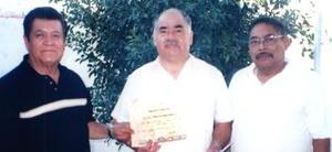 <u><i> 12 de septiembre de 2004</u></i><p>  Matías Rodríguez Chihuahua  ecompañado de Andrés de la Cerda y Oliverio Rodríguez, en pasado acontecimiento social