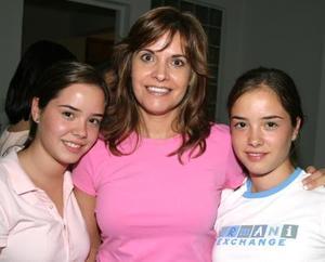 Malule Veyán de Pérez junto a sus hijas Ana Luisa pérez.