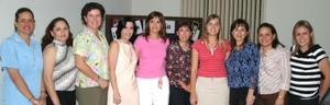 Las coordinadoras Claudia de Von Bertrab y Malú de López junto a otras damas colaboradoras de los clubes Goré y Juvé.