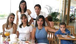 Pilar de Ramos, Susy Silos, Laura de Olmos, Rodrigo Gamboa, Lilia de Gutiérrez y Fernanada Gutiérrez