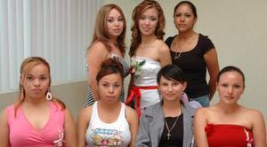 <u><i> 12 de septiembre de 2004</u></i><p>  Sol Paulina Sinecio Ortega  acompañada de su amigas, en su despedida de soltera..