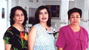 <u><i> 12 de Septiembre de 2004</u></i><p>  Magda Reyes de Romero junto a Magda Campos dfe Reyes y Socorro Gallardo de Romero, organizadoras de su fiesta de regalos.