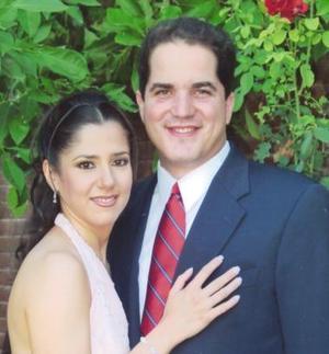 Lic. Jesús Javier Campos  Escobedo y Lic. Lucía Hernández efectuaron su presentación religiosa y contrajeron matrimonio civil el viernes 13 de agosto de 2004.