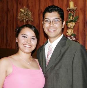 <u><i> 12 de Septiembre de 2004</u></i><p>  Paola Becerra García y David Campa Elizondo, captados en pasado festejo social.