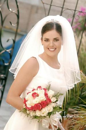 Lic. Cecilia Ortiz Saborit unió su vida en el sacramento del matrimonio a la del Dr. Jorge Antonio Espinosa Fematt.   <p> <i>Estudio: Maqueda</i>