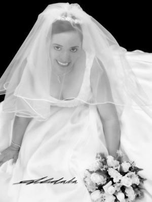 Srita. Maribel Mireles Rentería el día de su enlace matrimonial con el Ing. Rogelio Aranda López.<p> <i>Estudio: Aldaba</i>