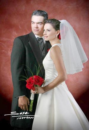 Sr. Vicente Ríos Santelices y Srita. Gloria Magaña contrajeron matrimonio religiosos en la parroquia de Nuestra Señora de la Virgen de la Encarnación el sábado 14 de agosto de 2004.   <p> <i>Estudio: Sosa</i>