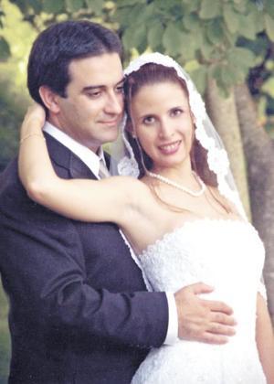 Ing. Mehmet Erdem Ay e Ing. Yvonne de la Peña Oranday recibieron la bendición nupcial en la ciudad de San Francisco Calif, el 26 de julio de 2004