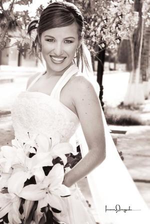 Srita Montserrat Casán Sandoval, el día de su enlace nupcial con el Sr. Jesús F. Saracho. <p> <i>Estudio: Laura Grageda</i>