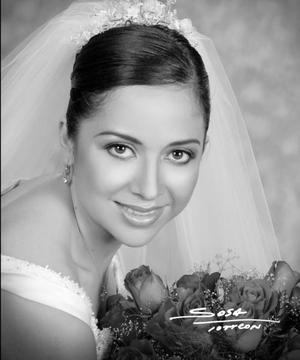 Srita. Rocío Rodríguez unió su vida en el Sacramento del matrimonio a la del Sr. Sthepen Zupanc.  <p> <i>Estudio: Sosa</i>