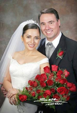 Sr. Stephen Zupanc y Srita. Rocío Acosta Rodríguez contrajeron matrimonio religioso en la parroquia de San Pedro Apóstol el sábado siete de agosto de 2004.  <p> <i>Estudio: Sosa</i>