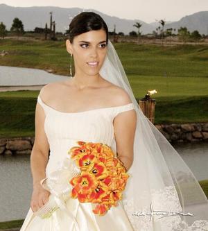 Srita. Susana Rimada Sánchez el día de su enlace matrimonial con el Sr. Willy azarcoya Alemán.<p> <i>Estudio: Maqueda</i>