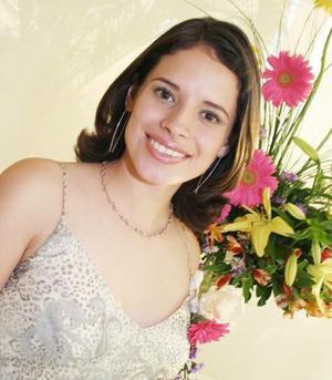 <u><i> 14 de Septiembre de 2004</u></i><p>   Vivian Contreras Calderón fue despedida de su vida de soltera, con motivo de su próxima boda.
