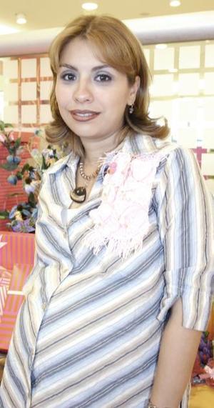 Lizy Alarcón de Rosales recibió sinceras felicitaciones, en la fiesta de canastilla que se le ofreció por el próximo nacimiento de su bebé.