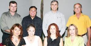 <u><i> 13 de septiembre de 2004</u></i><p>  Fernanado Jaime Gómez y Priscila álvarez Tostado, acompañados de los asistentes a la despedida de solteres que se les ofreció por su próxima boda.