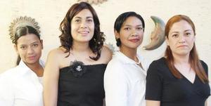 Karina Falcón, Jaqueline Ramos, Merith Falcón y Brenda Padilla, en pasado festejo social.