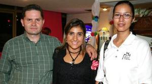 Luis Sánchez, Laura Banda de Sánchez y Carla Leaños.