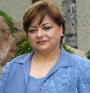 <u><i> 15 de septiembre de 2004</u></i><p>  María de Lourdes Valdés de Álvarez, presidenta del Club Alhelí.