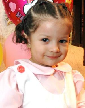Alexandra Martínez Anaya cumplió tres años de vida, y los festejó con un divertido convivio que le ofrecieron sus papás.
