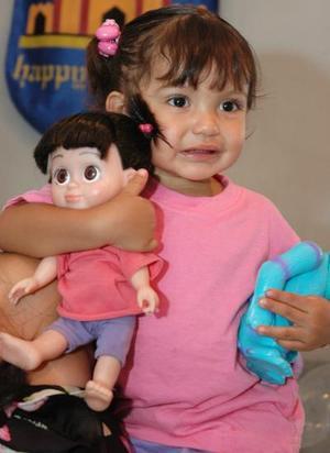 Ana Paula Huízar Villalobos cumplió dos años de vida y los festejó con un agradable convivio infantil, en días pasados.