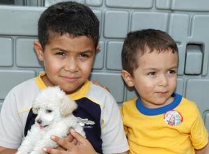 Felipe Eduardo y Jesús Francisco Martínez Olvera, captados en la fiesta infantil que les ofrecieron por su cumpleaños.