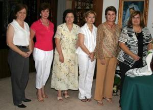 María Eugenia de Zavala, Maribel Rodríguez, Rosario de Martínez, Marina de García, acompañadas de la presidenta del Club Violeta, Diana Quiñones de Triana.