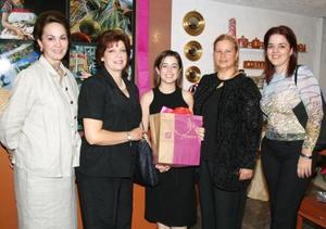 <u><i> 15 de septiembre de 2004</u></i><p>  Yeye Romo, Olga Estrada, Martha Torres, Paty de Segura y Ana Mexen.
