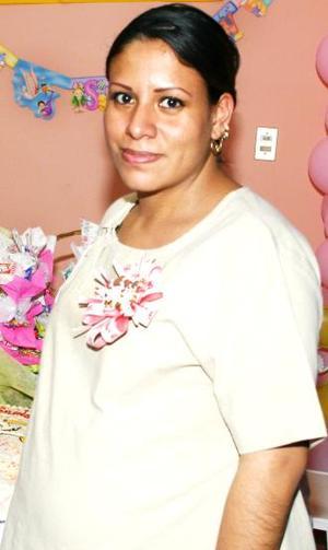 Juanis Fernández de Murillo recibió numerosos obsequios, en la fiesta de canastilla que le ofrecieron al bebé que espera.