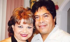 <u><i> 15 de Septiembre de 2004</u></i><p>  Rosa Nelia Martínez de Anaya acompañada de sus esposo Roberto Anaya Gómez.