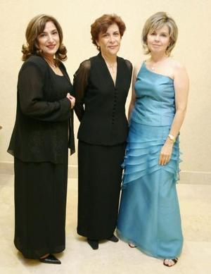 Angélica Rodríguez de Castro, chacha Maisterrena de García y Silvia Garza de Pérez.