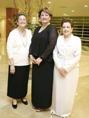 María del Rosario Maíz de Villarreal, Chelito González de Macías y Carmelita Duéñez de González.