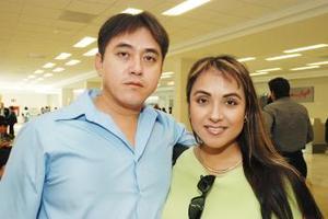 <u><i> 16 de Septiembre de 2004</u></i><p>   Francis Escobedo regresó de Nueva York y fue recibida por MArco Antonio Escobedo..jpg