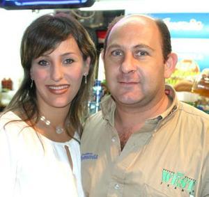 <u><i> 16 de septiembre de 2004</u></i><p>   Ivette Collier de Mafud y Gerardo Mafud Kaim..jpg