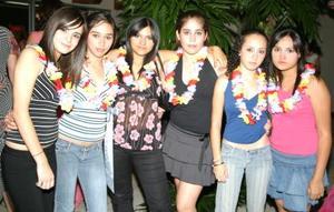 Ale Abdo, Dofía Villarreal, Ale Hoyos, Andrea Villarreal, Monse Habib y Natalia Hoyos, en pasado acontecimiento social.