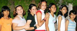 Lucero Espino Mota acompañada de algunas de sus amiguitas, en el convivio que se le ofreció con motivo de su cumpleaños.