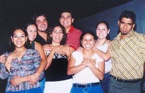 Magda Puentes Pequeño celebró su cumpleaños en días pasados, acompañada de sus numeosas amistades.