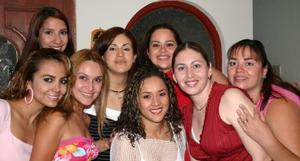 <u><i> 16 de septiembre de 2004</u></i><p>  Silvana Reyes de Cisneros, en la fiesta de regalos que le ofrecieron sus amistades por el próximo nacimiento de su bebé.