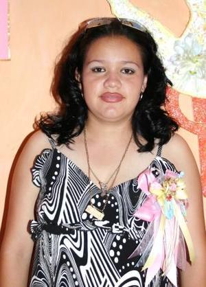 <u><i> 18 de Septiembre de 2004</u></i><p>  Yadira Alin Adrino de Velázquez recibió numerosos obsequios, en la fiestade canastilla que le ofrecieron hace unos días.