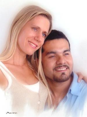 <u><i> 18 de Septiembre de 2004</u></i><p>  Salvador Flores Rodríguez y Elizabeth Anne Carter.