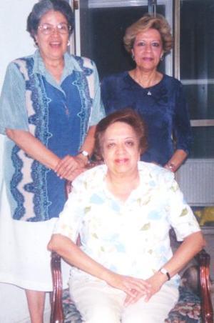 Ana María Bañuelos del Río celebró su cumpleñaos, con un convivio que le  organizaron sus hermanas Margarita y Lourdes.