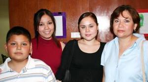 Carlos Rodríguez, Karen Rodríguez, Sarahí Rodríguez y Blanca de Rodríguez.