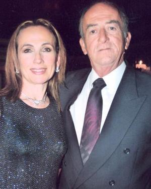 Carmen y Luis Hermosillo, en pasado acontecimiento social.