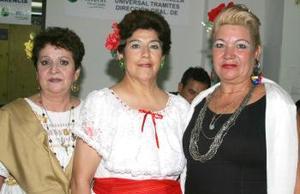 Guille Salinas, Conchita de Escobar y Alicia Maldonado.
