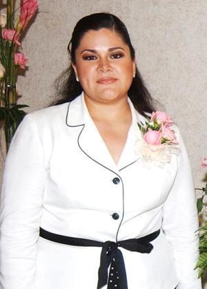 Alejandra García Rubio, feliz en su primera despedida de soltera.