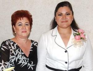 Alejandra García Rubion junto a Dolores Alejandr Rubio de García.