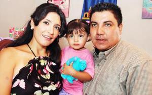 Ana Paula Huízar Villalobos festejó su segundo cumpleñaos junto a sus papás, Omar Huízar Mendoza y Keta Villalobos de Huízar.