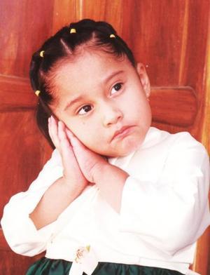 Niña Ileana Guadalupe Ayala Soria celebró su tercer cumpleñaos con un grato convivio infantil que le ofrecieron sus papás, Jesús Arturo Ayala Rosales y Nubia Iliana Soria de León.