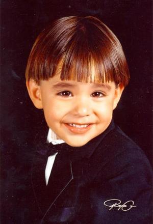 Niño Sergio Eduardo Zúñiga Ruiz, en una fotografía de estudio con motivo de sus tres años de vida, es hijo de los señores Sergio Antonio Zúñiga Gallegos y Thania Iveth Ruiz González.