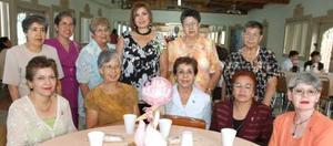 Claudia Ávila de Odriozola disfrutó de una fiesta de canastilla, acompañada  por un grupo de familiares y amigas.